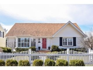 3 BR,  2.50 BTH Cape cod style home in Chicago