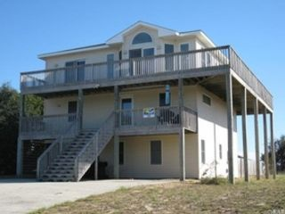 5 BR,  3.50 BTH  Single family style home in Southern Shores