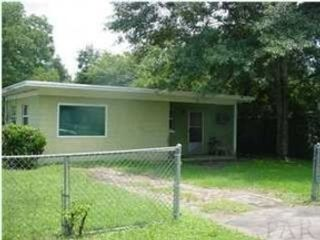 4 BR,  2.50 BTH Single family style home in Flat Rock