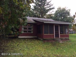 Studio,  1.00 BTH Commercial style home in Manistee