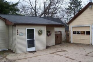 2 BR,  2.00 BTH Ranch style home in Paris