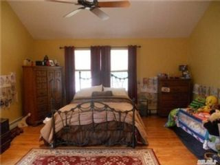 4 BR,  1.00 BTH Single family style home in Wantagh