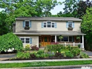 4 BR,  3.00 BTH  Single family style home in Levittown