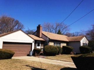 4 BR,  2.50 BTH Colonial style home in N Merrick