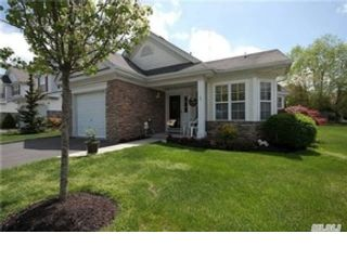 5 BR,  3.50 BTH Single family style home in Brookhaven