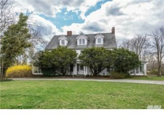 4 BR,  2.00 BTH  Cape cod style home in Lindenhurst