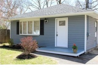 3 BR,  3.50 BTH Ranch style home in Manorville