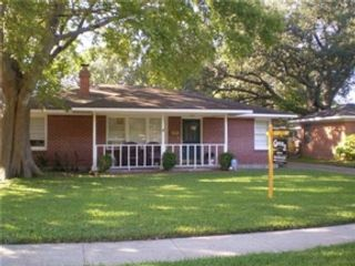 4 BR,  2.50 BTH 1-1/2 story style home in Stonewall