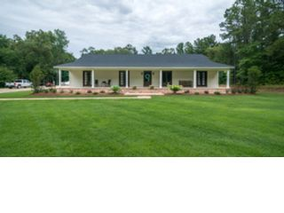 3 BR,  3.00 BTH Single family style home in Bossier City