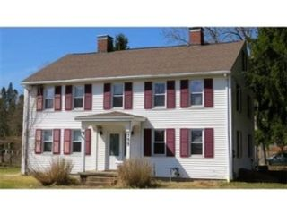 4 BR,  2.50 BTH Single family style home in Amherst