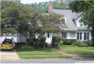 5 BR,  4.00 BTH  Single family style home in Fayetteville