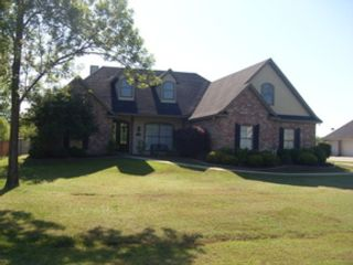 3 BR,  2.00 BTH Single family style home in Benton