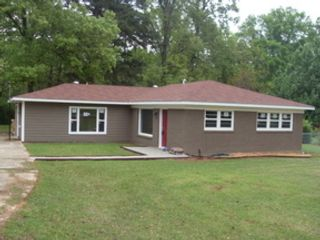 4 BR,  3.50 BTH Single family style home in Benton