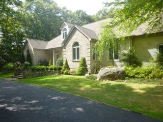 5 BR,  4.50 BTH Single family style home in Newburgh