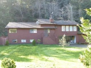 3 BR,  2.50 BTH 2 story style home in Conover