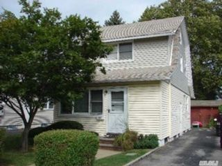 5 BR,  3.50 BTH Single family style home in Fayetteville