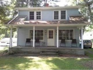 3 BR,  2.50 BTH  Single family style home in Roanoke