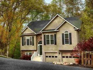 3 BR,  2.00 BTH 2 story style home in Grants Pass