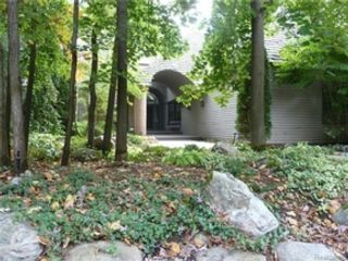 3 BR,  3.50 BTH 2 story style home in Montrose