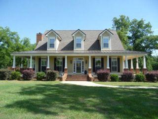 3 BR,  3.50 BTH Single family style home in Covington