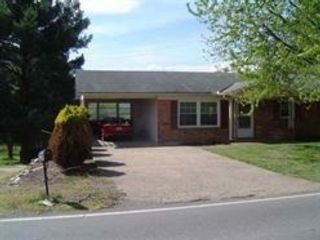 3 BR,  2.00 BTH  Single family style home in Ridgefield