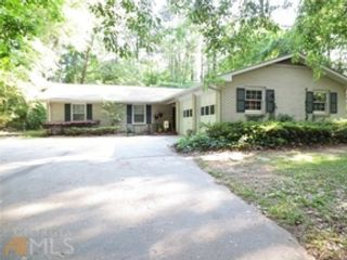 5 BR,  5.50 BTH Traditional style home in Newnan