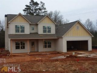 5 BR,  3.50 BTH Single family style home in Newnan
