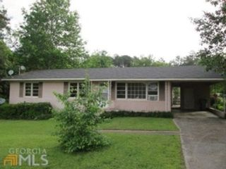 5 BR,  3.00 BTH  Single family style home in Milledgeville