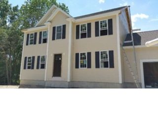 4 BR,  2.50 BTH Colonial style home in Dartmouth