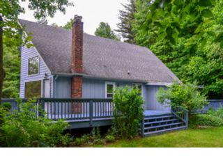 3 BR,  3.50 BTH Log style home in West Jefferson