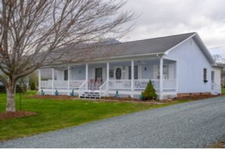 5 BR,  1.50 BTH Single family style home in Saugus