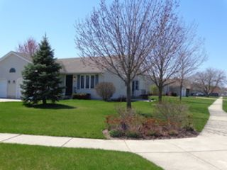 4 BR,  3.50 BTH Single family style home in St Charles