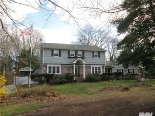 Studio,  0.00 BTH  Single family style home in East Patchogue