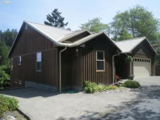 8 BR,  8.50 BTH  Cape cod style home in Gold Beach