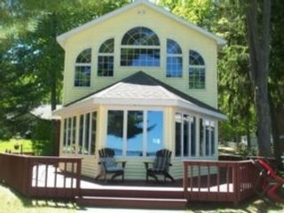 4 BR,  2.00 BTH Single family style home in Davenport