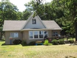 3 BR,  1.00 BTH Bungalow style home in Higgins Lake