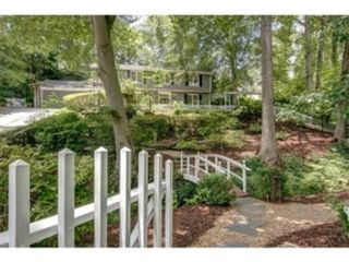 4 BR,  2.00 BTH 2 story style home in Higgins Lake