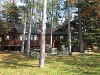 3 BR,  3.00 BTH 1-1/2 story style home in Higgins Lake