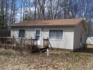 2 BR,  1.50 BTH Single family style home in Higgins Lake