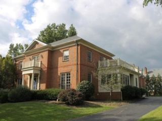 4 BR,  2.50 BTH 2 story style home in Lewis Center