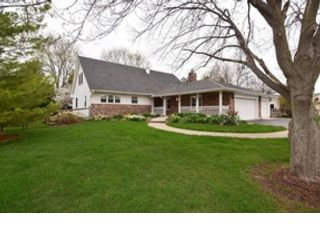 4 BR,  4.50 BTH Traditional style home in St Charles