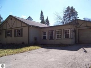 4 BR,  2.00 BTH Single family style home in Luzerne