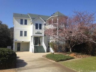 6 BR,  5.50 BTH Single family style home in Duck