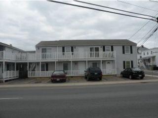 3 BR,  2.50 BTH Contemporary style home in Hampton