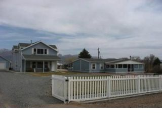 5 BR,  4.00 BTH  Land style home in New Harmony