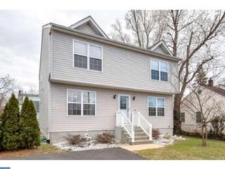 4 BR,  2.50 BTH Single family style home in Bristol