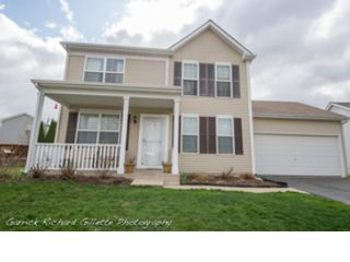 3 BR,  2.50 BTH Single family style home in Oswego