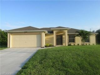 3 BR,  4.00 BTH  Single family style home in Cape Coral