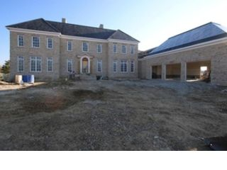 5 BR,  5.50 BTH 2 story style home in New Albany