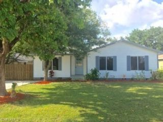 3 BR,  2.00 BTH  Single family style home in Fort Myers